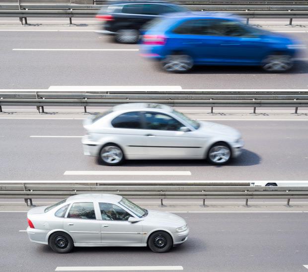 Fahrende Autos bei unterschiedlichen Belichtungszeiten